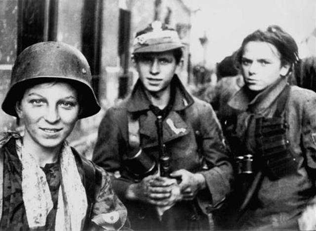 Warsaw_Uprising_boyscouts.jpg